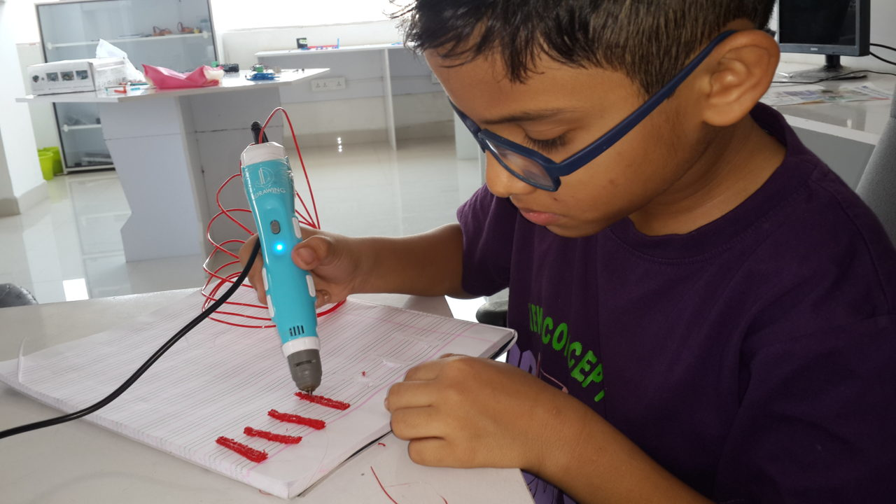Students using 3D pen in Lab